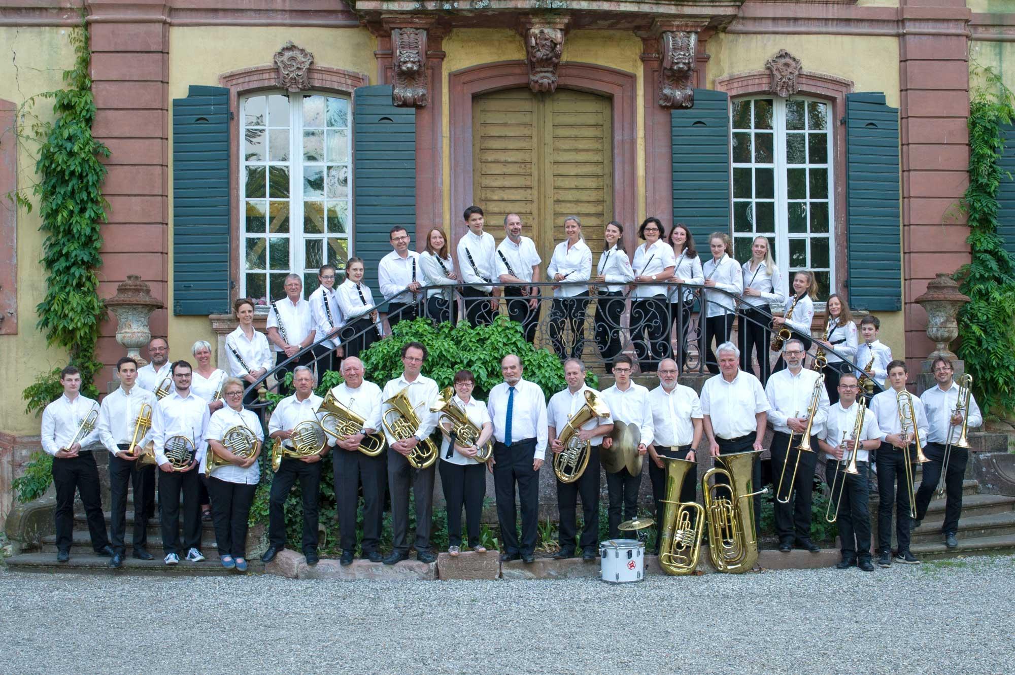 Das Hauptorchester des Musikverein Ebnet e.V. am Schloss in Ebnet im Jahre 2018